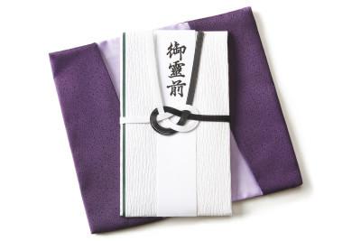 【1分で読める】不祝儀袋の表書きってなんて書くの?葬儀のマナー